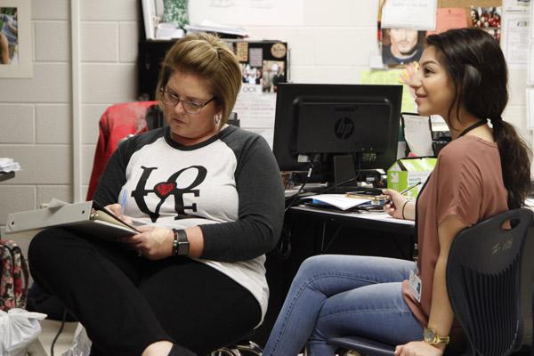 Mrs. Dionne Harris talks to an AVID student. (Dalton Mix photo)