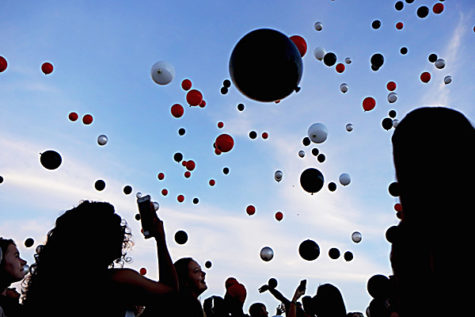 Seniors capture the moment as balloons fly into the air at Senior Sunrise on Aug. 30. (Seth Miller photo)