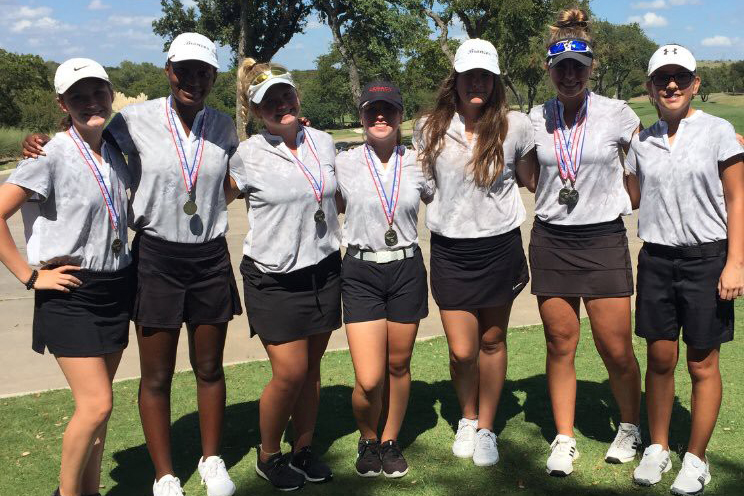 Varsity+Golf+players+pose+for+a+photo+after+their+win+at+the+Aledo+Fall+Tournament+on+Oct.2.