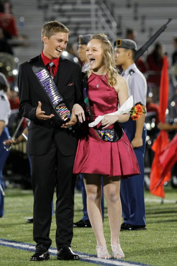 Seniors Seth Miller and Kamryn Hennigan win homecoming king and queen. (Delayne Fierro photo)