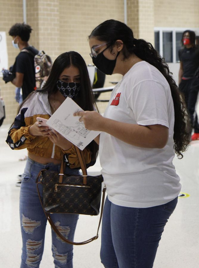 StuCo helps freshman find their way around campus on their first day of in-person classes.