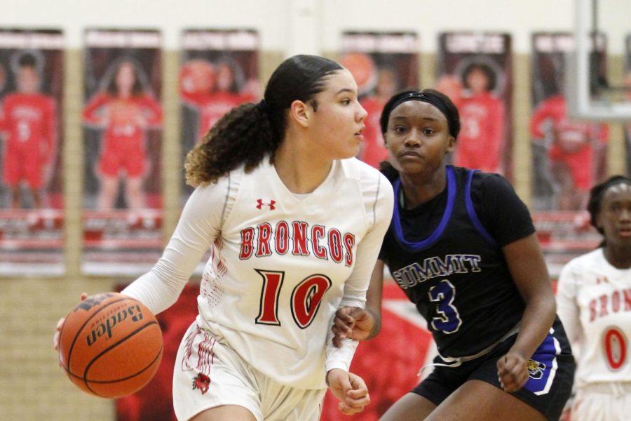 Girls Basketball Returns After State-Qualifying Season Last Year