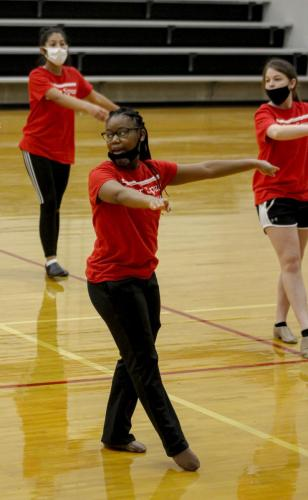Varsity Lieutenant, Aryssa Dominick,12, teaches choreography to the sophomore dance class during second block. The Silver Spurs winter dance recital will take place on Dec. 9. in the varsity gym at 7 p.m. (Amara Shanks Photo)